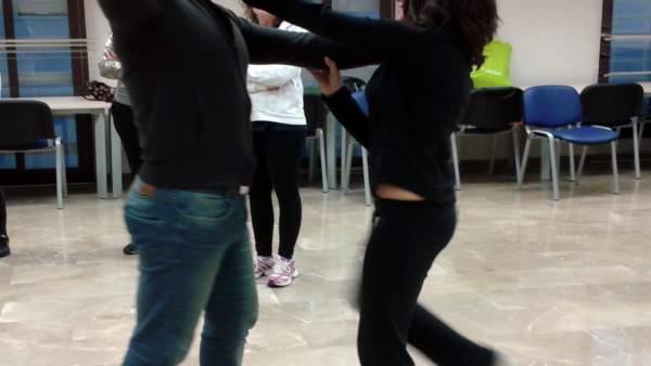 Granada.- Mujeres de Monachil aprenden artes marciales para defenderse en caso d