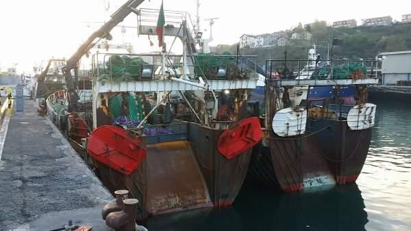 Pesca.- Retenidos tres pesqueros con bandera portuguesa en Pasaia por alterar la