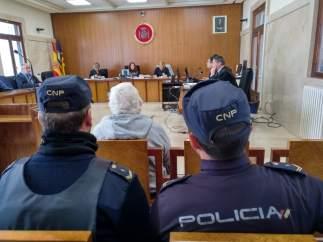 Condenan a un octagenario a un año y 11 meses de cárcel por intentar asfixiar co