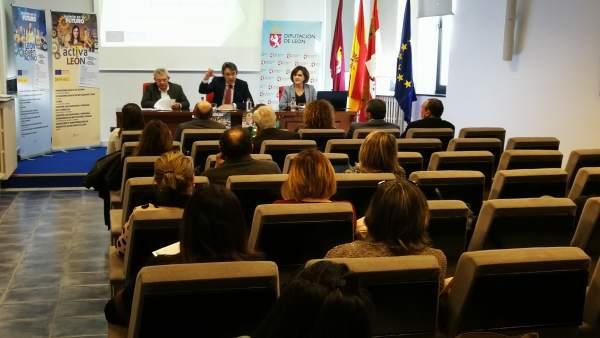 Majo presenta a los alcaldes las nuevas iniciativas 'León Joven Activo' y 'Activ