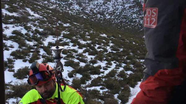 Rescatado en helicóptero un senderista que se lesionó el tobillo en Los Tojos