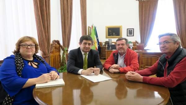 Jaén.- MásJaén.- El presidente de la Diputación se reúne con la Plataforma de Ju