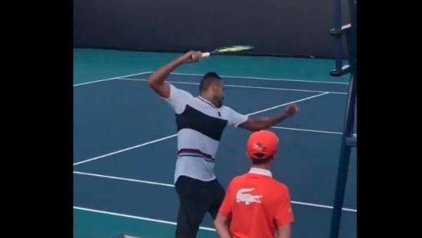 Nick Kyrgios rompe una raqueta en Miami