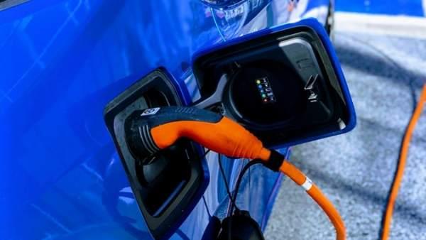 ¿Te comprarías un coche eléctrico? Esto es lo que piensan los españoles