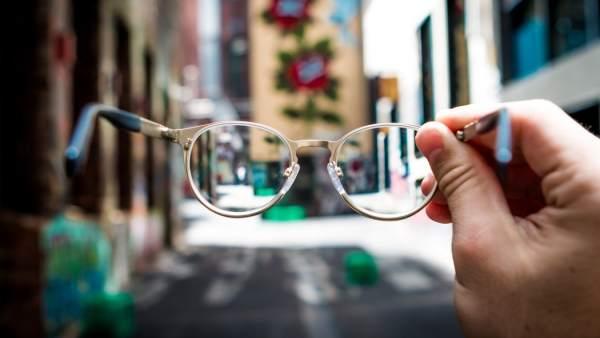 2cbf58819d Llevo gafas o lentillas: ¿son obligatorias para conducir?