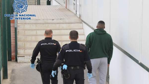 Almería.-Sucesos.- Detenidos los tres presuntos patrones de una patera con ocho