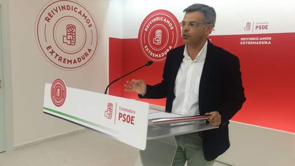 El PSOE insta a ser 'serios' tras la prórroga para Almaraz e invita a construir