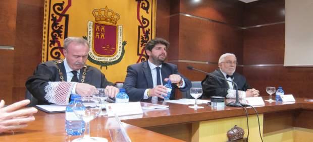 López Miras desmiente que pidiera el voto en el acto institucional con mujeres d