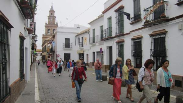 Turistas visitan Carmona