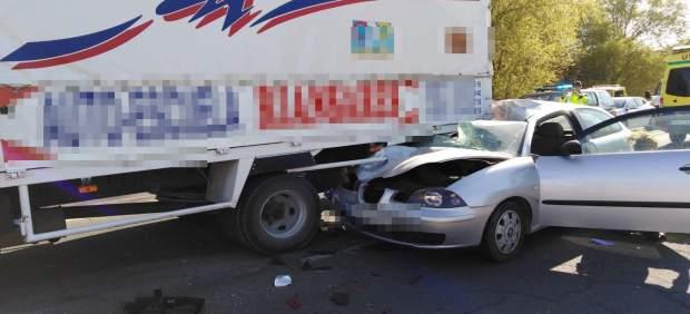 Sucesos.- Dos heridos tras la colisión entre un turismo y un camión en Tarancón