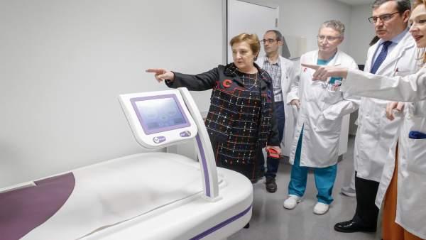 Valdecilla, primer hospital público con equipo de oncotermia para tratar tumores