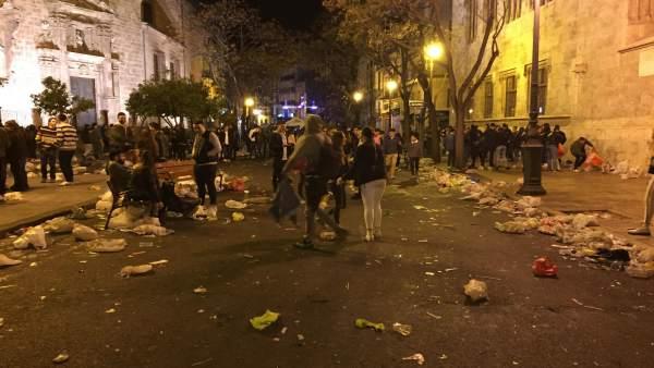 """Els fallers denuncien la falta de Policia i urinaris i """"errades"""" en neteja i mobilitat"""
