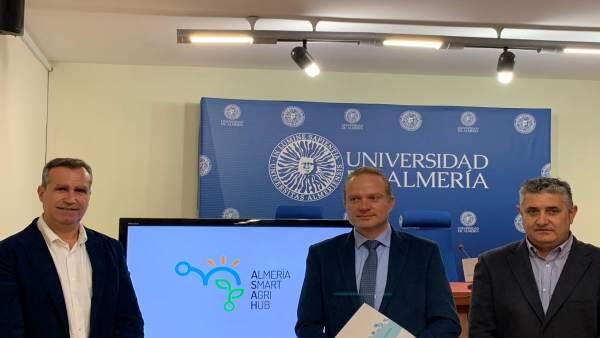 Almería.-UAL, Coexphal y Cajamar crean una 'ventanilla única' que une técnología
