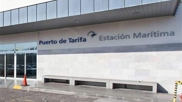 Cádiz.- El temporal de viento mantiene cerrado el puerto de Tarifa