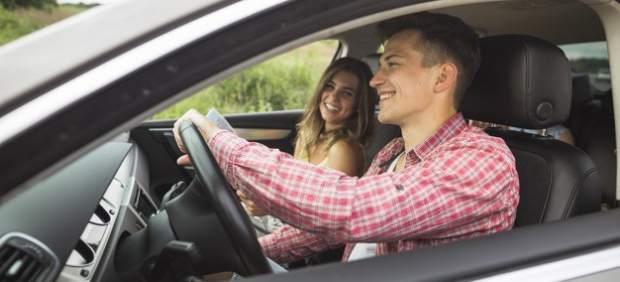 Si eres joven pagas casi el doble por tu seguro de coche