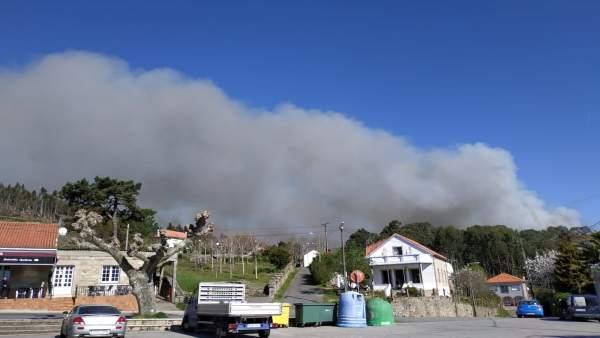 Rural.- Decretan situación 2 en el incendio de Dodro-Rianxo por cercanía a vivie