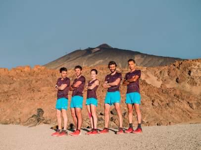 Tòfol, Jan, Eli, Aritz y Cristofer, posan en el Parque Nacional del Teide