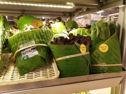 El supermercado que envuelve con hojas de plátano
