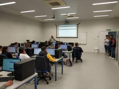 Jaén.-La Escuela Politécnica de Linares acerca las telecomunicaciones y química