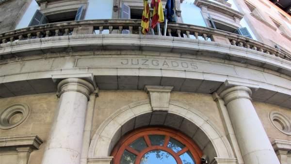 Jutgen un home acusat robar en habitatges de Palma a les quals accedia enfilant-