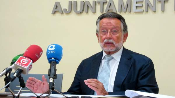 Alfonso Grau, Durante La Rueda De Prensa.