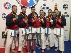 Los equipos españoles de kata, con el oro europeo