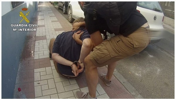 De hostales de Granada a la cárcel: el final de un pederasta británico huido a España