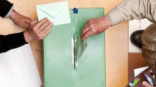 Urna para votar en las elecciones.