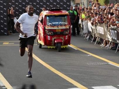 Usain Bolt contra un mototaxi