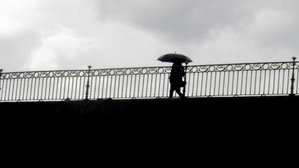 La lluvia hace acto de presencia en Sevilla.