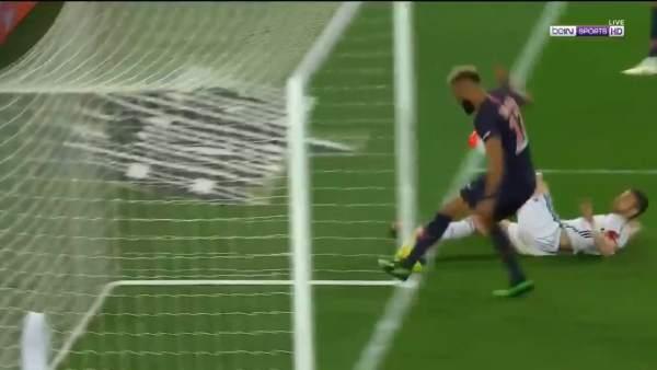 Choupo-Moting falla un gol increíble