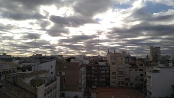 La setmana arranca amb núvols i termòmetres en ascens fins als 23 graus a la Comunitat Valenciana