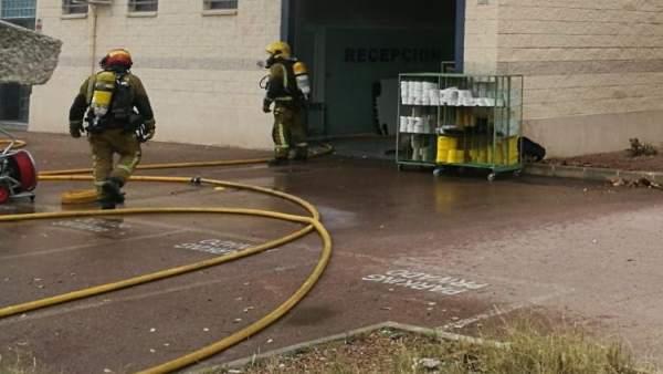 Alicante.- Sucesos.- Desalojan cinco fábricas de Torrellano por un incendio en u
