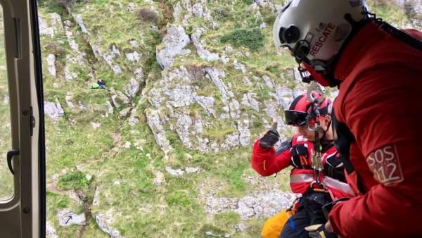 Rescatado en helicóptero un peregrino americano tras quedar atrapado en un punto