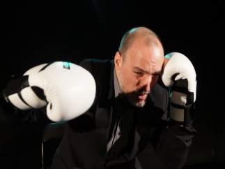 Abrego estrena 'Punto final', una distopía en clave de humor sobre la manipulaci