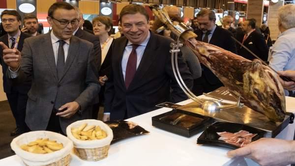 Huelva.- Caraballo acompaña a las 30 empresas del stand de la Diputación durante