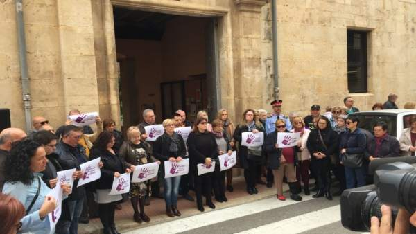 Ulldecona (Tarragona) decreta dos días de luto por la muerte de una mujer asesin