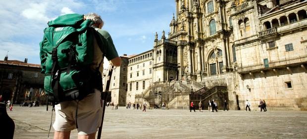 Peregrino ante la Catedral de Santiago