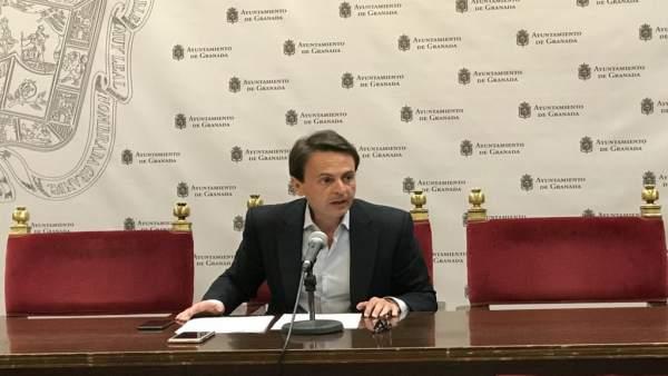 Granada.- El PP critica la colocación de tabletas digitales en coches de Policía