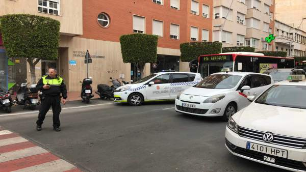 Un vehículo patrulla de la Policía Local de Almería