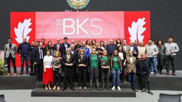 --La Diputación Foral De Bizkaia Premia Al Deporte Base Del Territorio En La Déc