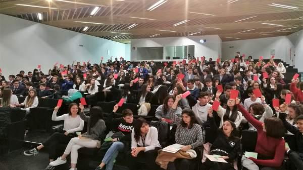 Alumnos de diez centros educativos aragoneses participan en un debate del Modelo de Parlamento Europeo