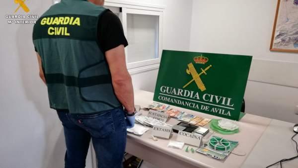 Sucesos.- Cuatro detenidos con 130 dosis de cocaína en el sur de la provincia de Ávila