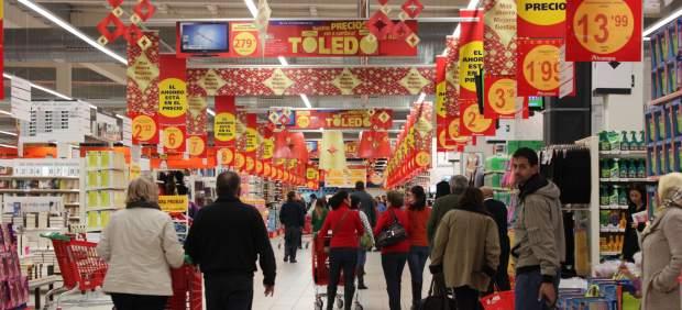 Personas en un supermercado