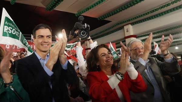 Pedro Sánchez en un acto electoral en Sevilla.