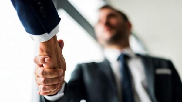 Regalos de empresa: por qué tener un detalle puede dar buena imagen de tu negocio