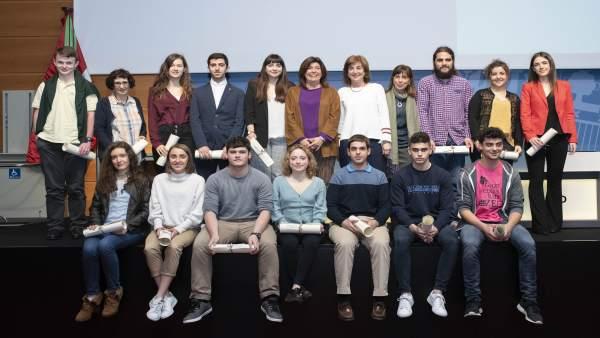 Una quincena de estudiantes reciben en Vitoria los Premios Extraordinarios de Bachillerato