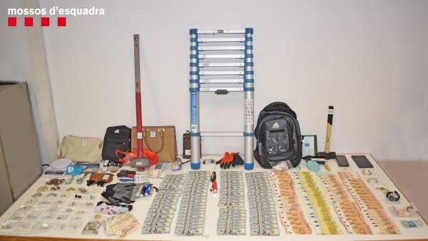 Sucesos.- A prisión tres detenidos por ocho robos en viviendas cerca de Barcelona y Girona