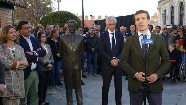 Pablo Casado participa como penitente en la procesión de los Estudiantes de Ávila