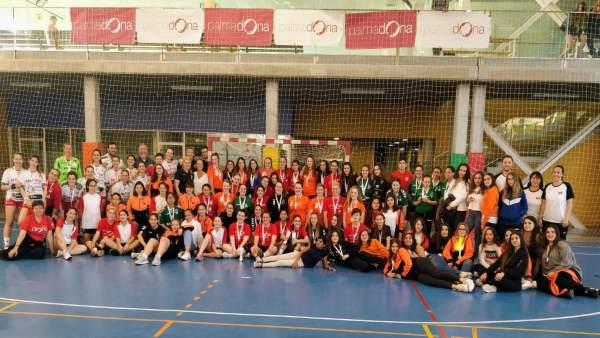 Más de 200 jugadoras participan en el II Trofeo Palmadona de Balonmano Femenino